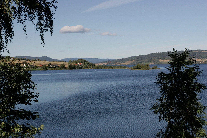 Jevnaker 20040916. Randsfjorden sett fra Jevnaker .