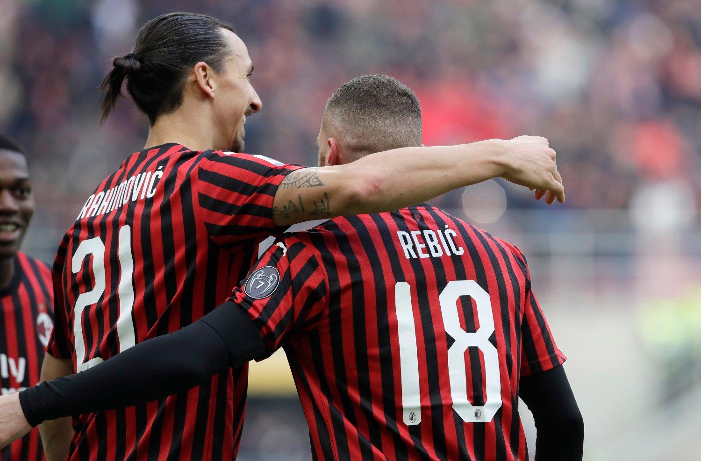 SAMMEN ER DE DYNAMITT: Zlatan Ibrahimovic feirer mål med Ante Rebic i kampen mot Udinese. Rebic scoret til slutt vinnermålet 3-2 på overtid.