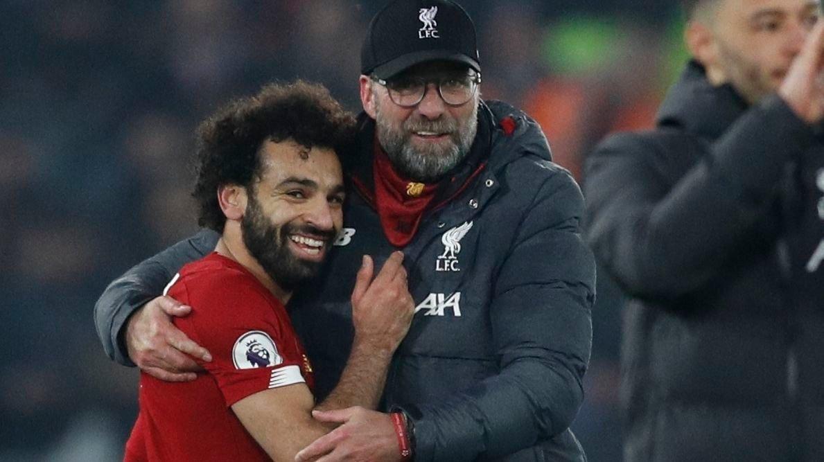 DETALJFOKUSERT:Jürgen Klopp satte fokus på dødballer i 2018. Det har betalt seg. Her er han avbildet med stjernespiller Mohamed Salah.
