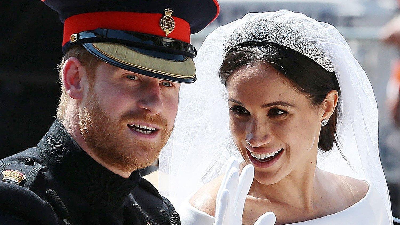 NYE TITLER: Etter at prins Harry og hertuginne Meghan valgte å trekke seg tilbake fra det britiske kongehuset, har de fått nye titler. Det får flere til å reagere. Her er de avbildet under bryllupet deres i mai 2018.