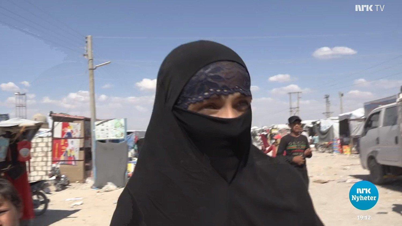 Skjermbilde av IS-kvinnen intervjuet på NRK.