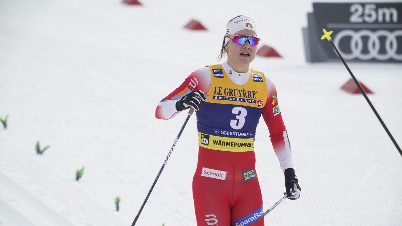 Oberstdorf, Tyskland 20200126. Ane Appelkvist Stenseth i mål etter sprintprologen i verdenscup langrenn i Oberstdorf.