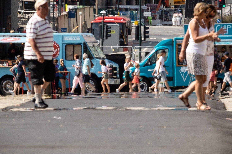 Oslo hadde mange svært varme sommerdager i fjor. Året før var det en svært lang varmeperiode med flere rekorder. Bildet er tatt foran Oslo rådhus i juli i fjor sommer.