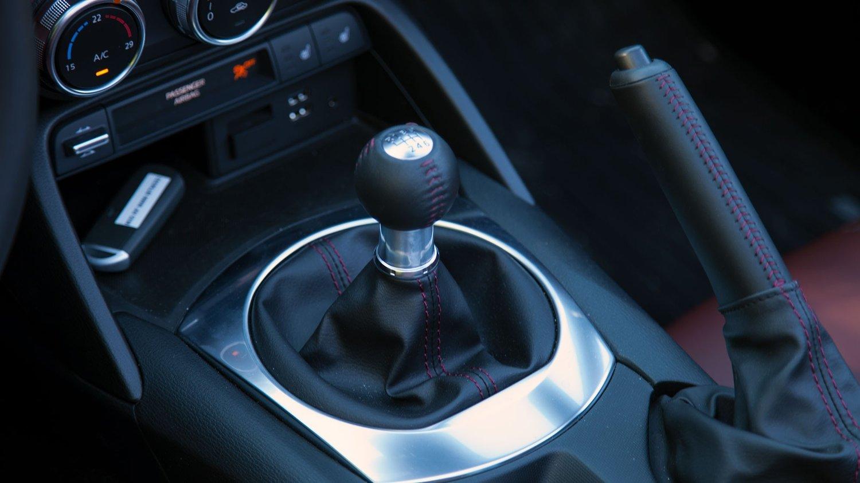 Manuell girspak fra en Mazda MX-5.