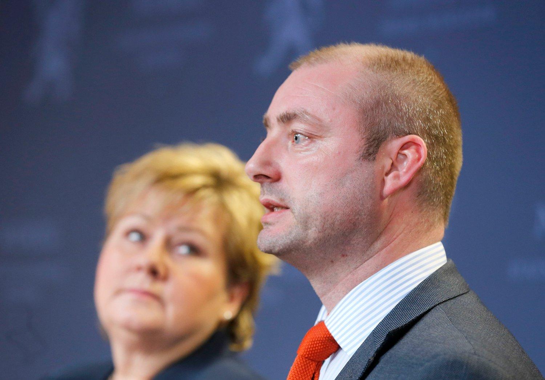 Bilde av statsminister Erna Solberg og Robert Eriksson.