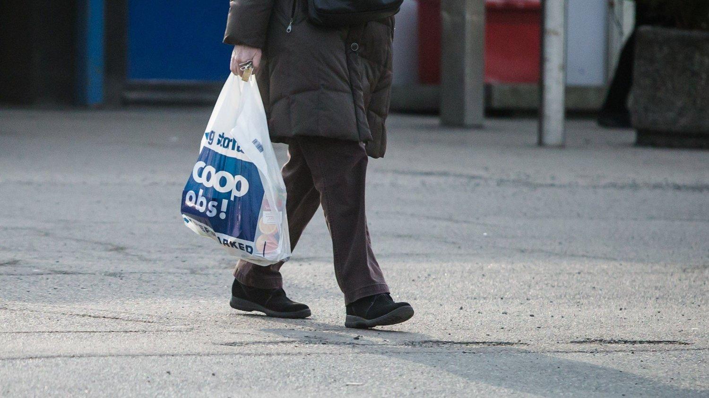 Oslo 20150317. Handlepose fra Coop Obs. Coop har bestemt at Rimi- og Ica-butikkene skal gjøres om til butikker i Coop-kjeden. Coop har fått tillatelse til å overta de rundt 550 butikkene tilhørende selskapet ICA Norge, som Rimi-kjeden er en del av.