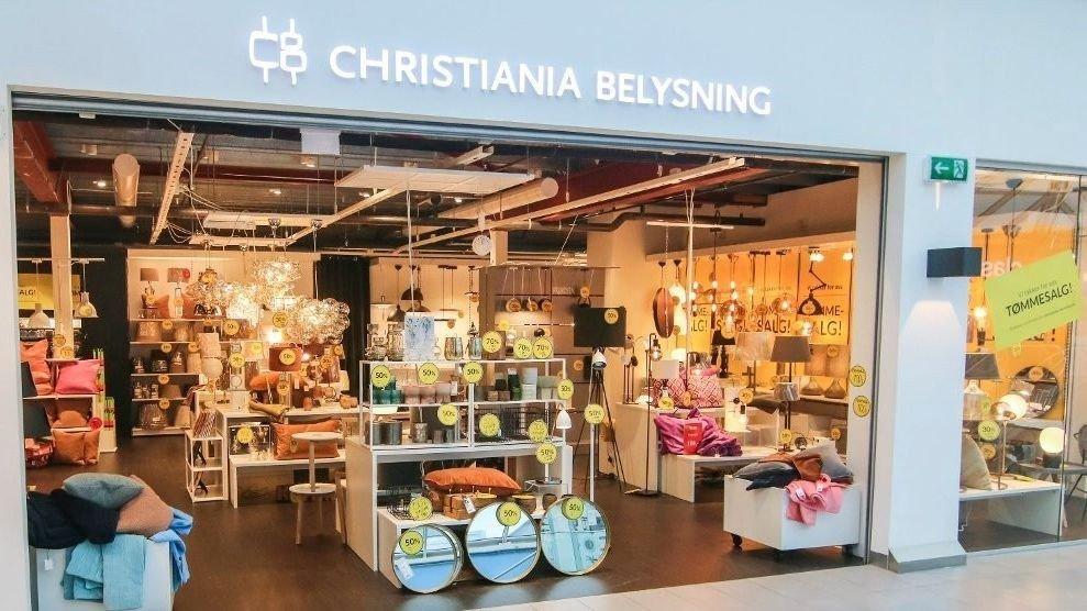 LEGGER NED: Christiania Belysning avvikler flere butikker rundt om i landet. Bildet viser butikken i Torvbyen i Fredrikstad.