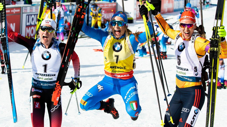 ANTERSELVA, ITALIA 20200216. Tyske Denise Herrmann, italienske Dorothea Wierer og Marte Olsbu Røiseland ble vinnerne ved jaktstart 10 km for kvinner under VM i skiskyting 2020 i Anterselva.