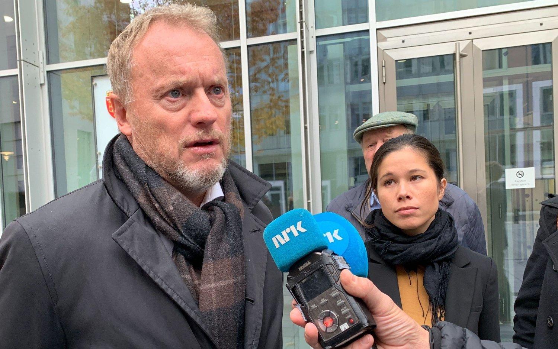 Byrådsleder Raymond Johansen og miljø- og samferdselsbyråd Lan Marie Berg intervjues av NRK.
