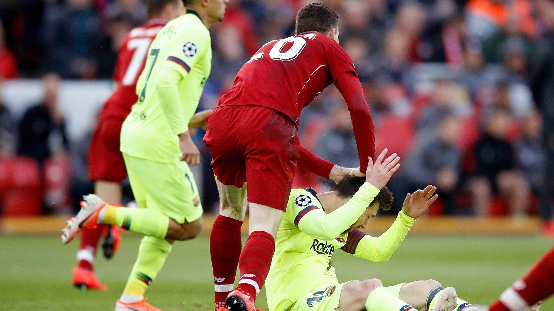DYTTEN: Andy Robertson åpner opp om at han skammer seg over å ha dyttet Messi i Champions League.