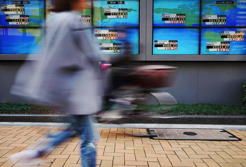 Fredag falt Nikkei 225-indeksen i Tokyo 3 prosent ved åpning.