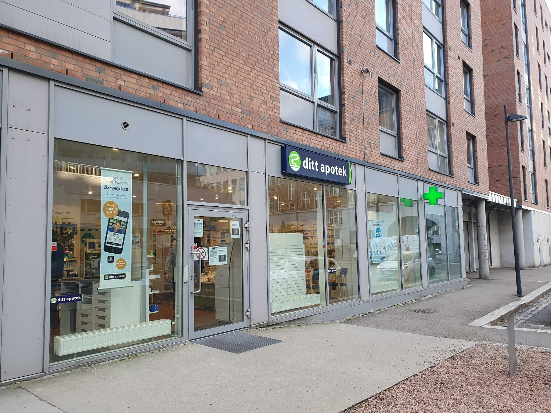 SMITTET PERSON GIKK PÅ APOTEKET: På dette apoteket i Kværnerbyen i Oslo fikk de torsdag en smittet kunde innom dørene.