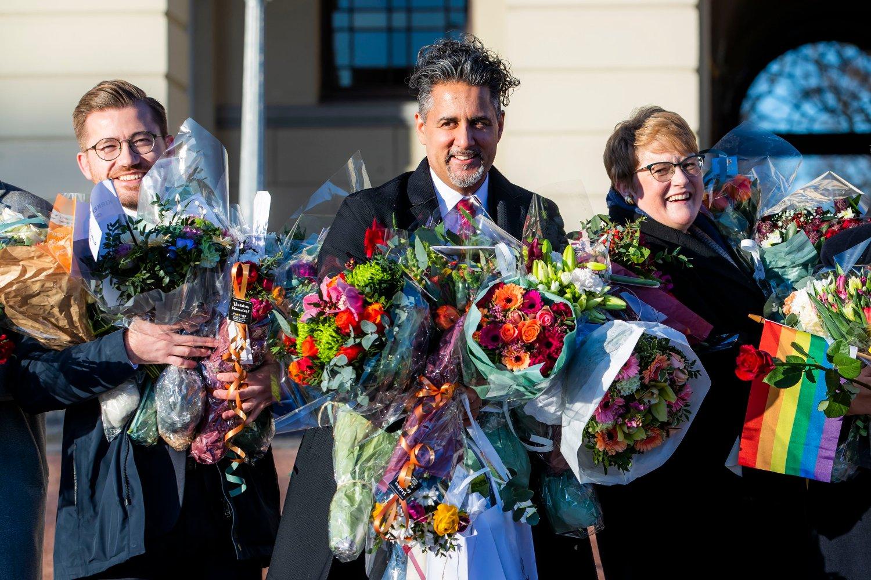 Sveinung Rotevatn , Abid Raja og Trine Skei Grande på Slottsplassen etter endringene i regjeringen i januar.