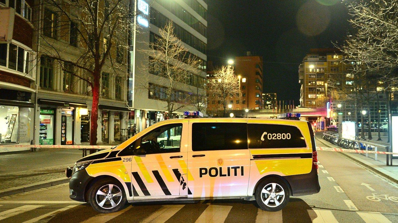 Oslo 20170408. Politiet har pågrepet en mann og sperret av et område på Grønland i Oslo etter funn av en bombelignende gjenstand.