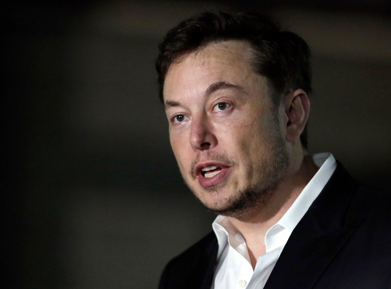 Tesla-sjef Elon Musk vil heretter kun satse på nettsalg.