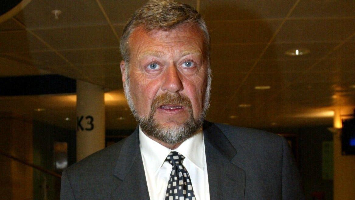 OSLO 20020402: Bjarne Skeie under den ekstraordinære generalforsamlingen i Ocean Rig tirsdag. Foto Knut Falch / SCANPIX