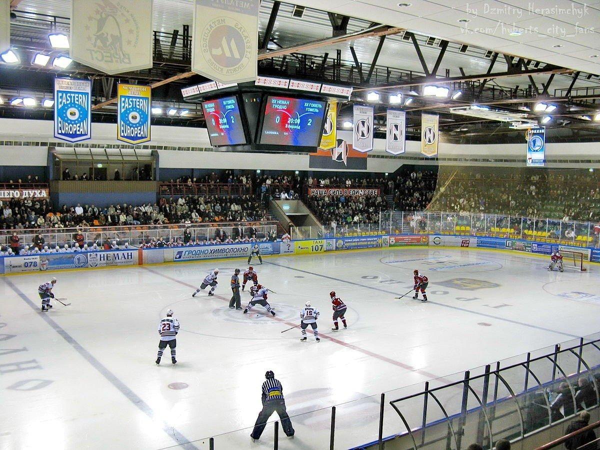 Grodno har hjemmebnefordelen i den syvende og avgjørende kampen. De spiller hjemme her i Ice Sports Palace i Grodno.