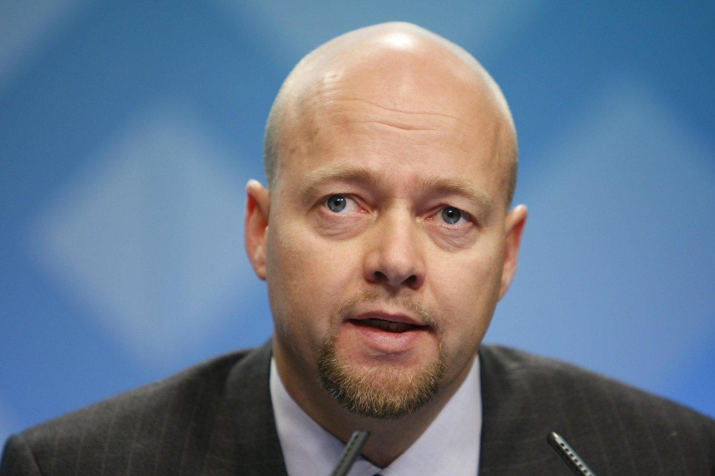 This file photo taken on November 25, 2008 shows NorwGÅR AV MED SMELL: Avtroppende oljefondsjef Yngve Slyngstad har fått koronaviruset midt i fleisen.