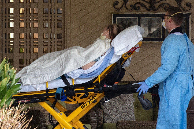 På pleiehjemmet Life Care Center i USA, hvor 35 pasienter døde av covid-19, var det mange av koronapasientene som viste symptomer som konjunktivitt, har en sykepleier opplyst til CNN. Bildet viser en pasient fra pleiehjemmet.