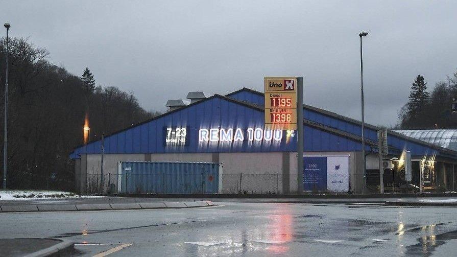 LENGE SIDEN: Drivstoffpriser under 12 kroner er det lenge siden bilister har kunnet glede seg over i Norge. Bildet viser pumpepris i Fjøsanger ved Bergen søndag kveld.