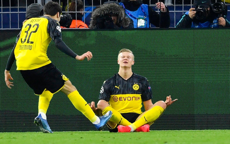 Dortmunds Erling Braut Haaland feirer sitt mål i mesterligakampen mot PSG i februar.