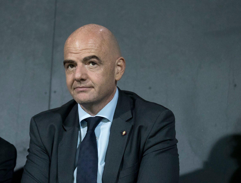 ENDRER: Det internasjonale fotballforbundet FIFA, her ved president Gianni Infantino, har justert alderskravet for mennenes OL-turnering