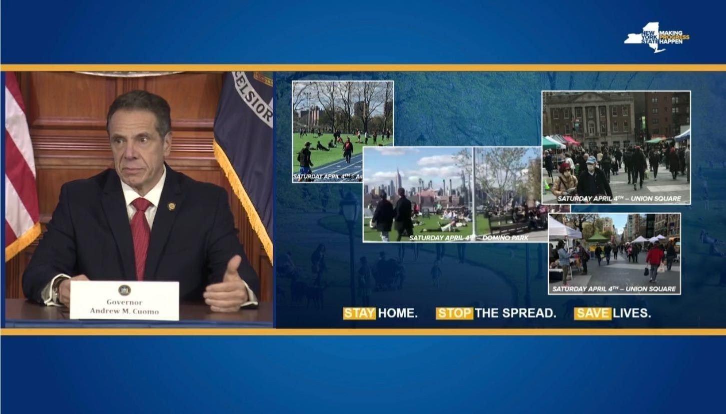 - Dette er totalt uakseptabelt, sa New Yorks guvernør Andrew Cuomo på en pressekonferansen på mandag og viste frem bilder fra helgen der folk koste seg og samlet seg rundt om i New York. Guvernøren sier folk setter liv i fare ved å bevege seg så fritt og tett som dette.
