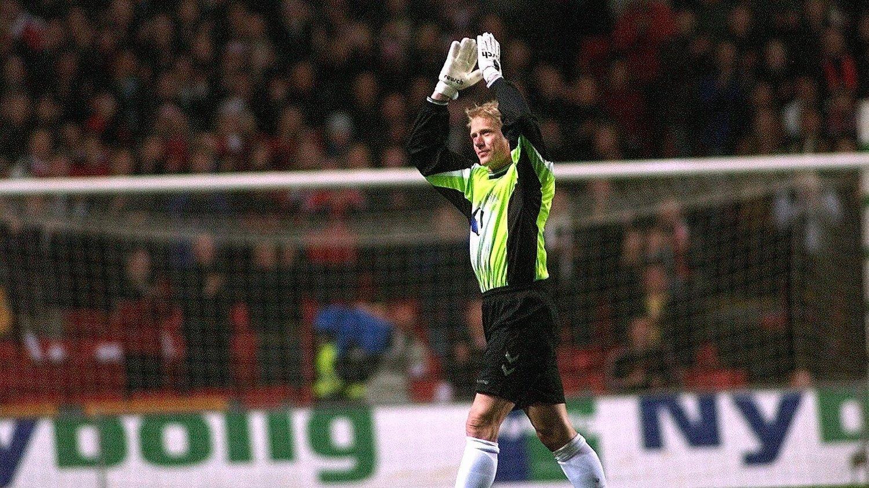 Peter Schmeichel i sin avskjedskamp for Danmark for snart 19 år siden