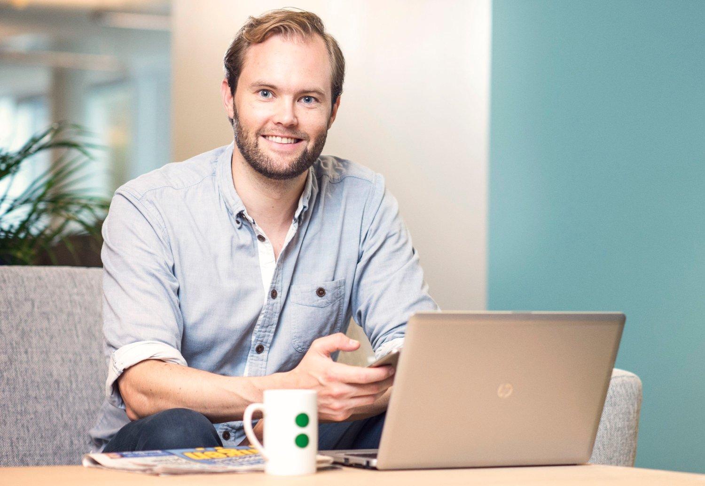 IKKE GÅ UT OG INN: Forbrukerøkonom Magnus Selven i Sbanken advarer de som går ut og inn av aksjefond og aksjemarkedet.
