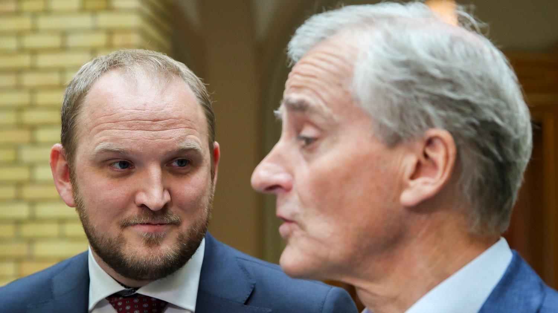 Oslo 20190529. Samferdselsminister Jon Georg Dale sammen med Ap leder Jonas Gahr Støre etter den muntlige spørretime på stortinget.