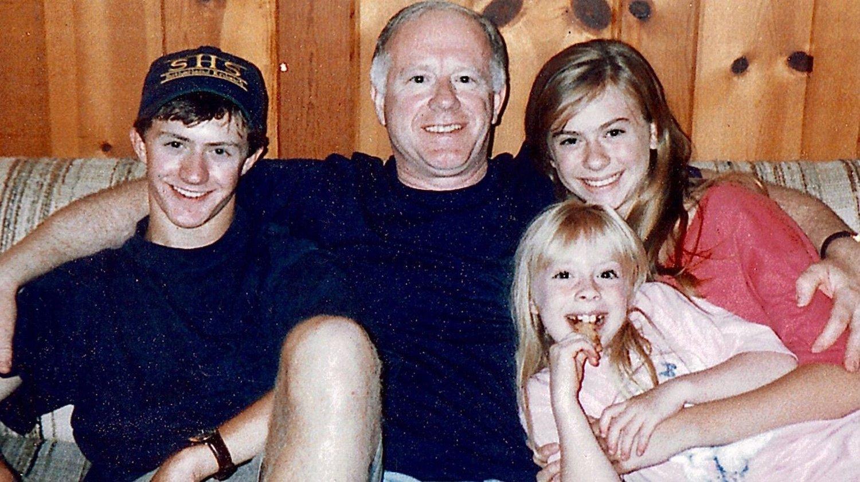 6. april i år mistet Abby Adair Reinhard sin far, Don Adair. Dødsårsaken var koronaviruset. Frem til han døde hadde Adair Reinhard og resten av familien sittet i telefonen med faren i 30 timer for å si farvel.