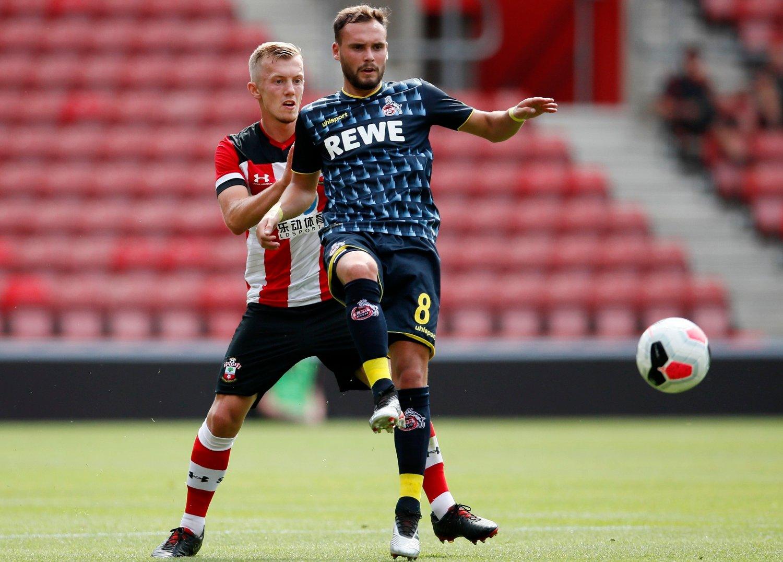 BERØRT: Köln-spiller Birger Verstraete. Her avbildet under en oppkjøringskamp mot Southampton og James Ward-Prowse i fjor sommer.