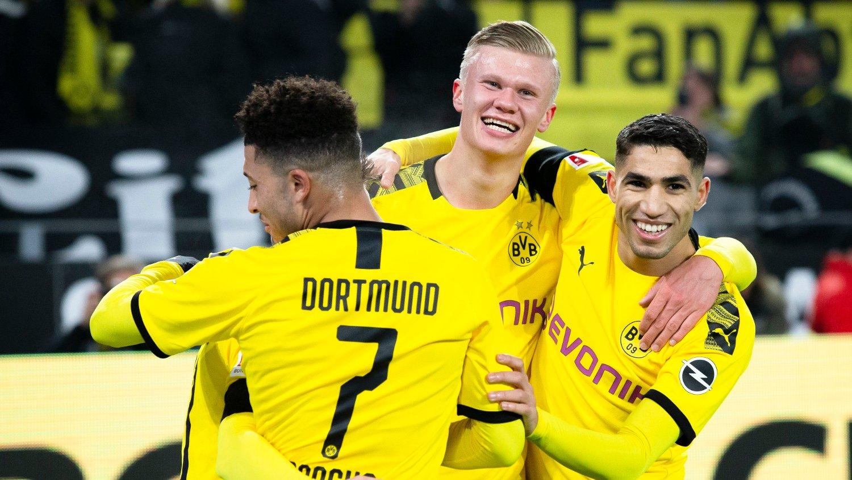 TILBAKE PÅ BANEN: Erling Braut Haaland og resten av spillerne i Bundesligaen har fått tommel opp for å gjenstarte ligaen.