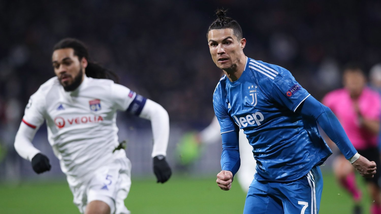 - IKKE BESTEMT: Lyon-president Jean-Michel Aulas hevder at klubben har fått bekreftet at laget skal spille returkampen i åttedelsfinalen mot Cristiano Ronaldo og Juventus 7. august.