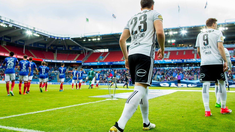 VENTER PÅ OPPSTART: Norsk fotball klør etter å komme i gang.