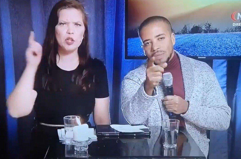 TV-predikant Dionny Baez oppfordrer foreldre til å donere pengegaver i bytte mot at barna deres får beskyttelse mot coronaviruset.