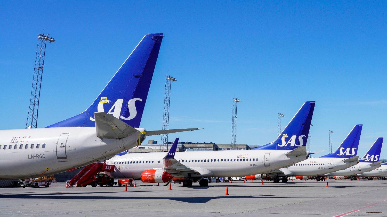 KRISE: Koronapandemien har kastet norsk økonomi ut i den verste økonomiske krisen siden 1930-tallet. Særlig fly- og reiselivsbransjen er hardt rammet. Her fra Oslo lufthavn Gardermoen hvor en rekke SAS-fly ble klargjort for langtidsparkering tidligere i vår.