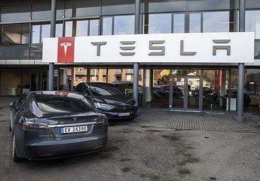 SNUDD PÅ HODET: Tesla forbi Toyota og rett til topps i viktig norsk kundemåling.