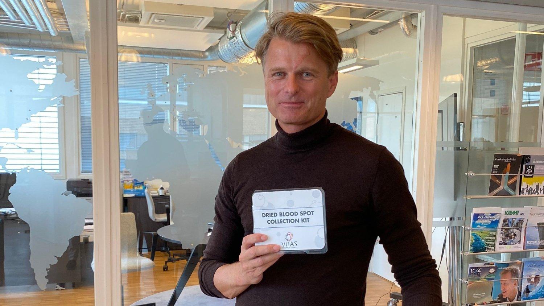 NY TEST: Vitas har utviklet en hjemmetest for koronaviruset som snart kommer på det norske markedet, forteller Thomas E. Gundersen, administrerende direktør i Vitas.