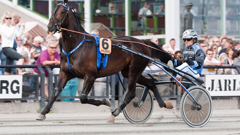 Jarlsberg12072009_Per Lennartsson kj¿rer Alvena Pele_foto_Roger Svalsr¿d_hesteguiden.com