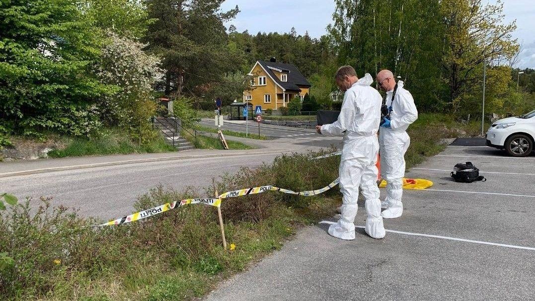 Politiet har mandag sperret av et område ved Skjelsvik i Porsgrunn.