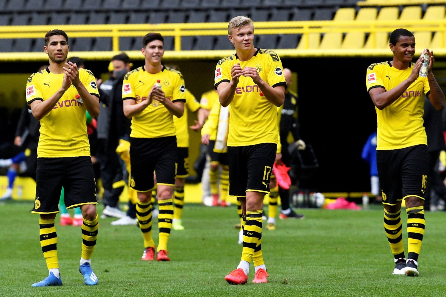 Soccer Football - Bundesliga - Borussia Dortmund v Schalke 04 - Signal Iduna Park, Dortmund, Germany - May 16, 2020 Dortmund's Erling Braut Haaland and teammates celebrate after the match, as play resumes behind closed doors following the outbreak of the coronavirus disease Martin Meissner/Pool via REUTERS DFL regulations prohibit any use of photographs as image sequences and/or quasi-video