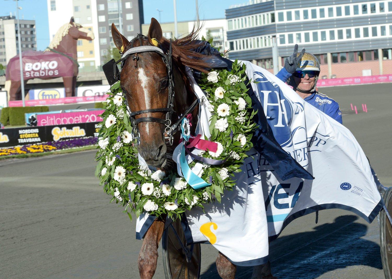 Björn Goop og hesten Moni Viking kunne juble for verdensrekord lørdag.