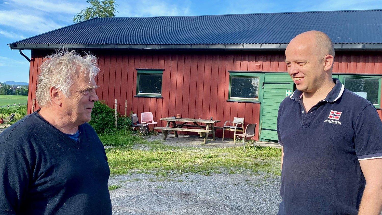 Rådgiver og bonde Trond Ruud Olsen og Trygve Slagsvold Vedum.