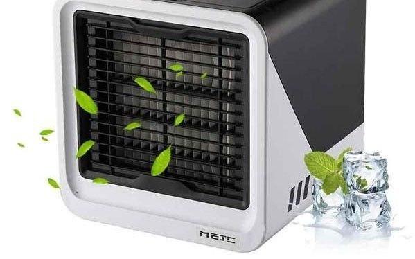 Luftkjøleren kan lades med en USB-kabel dersom man ikke har tilgang til stikkontakt.