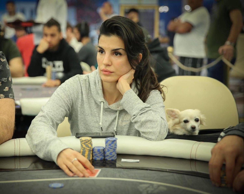 Aylar har stor suksess som profesjonell pokerspiller, blant annet ble hun Norges beste pokerspiller i 2018, uavhengig av kjønn og hun er rangert som en av verdens beste kvinnelige pokerspillere av Global Poker Index.