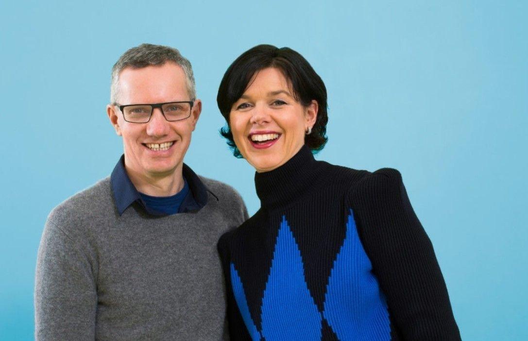 Bilde av barnehagegründerne Hans Jacob Sundby og Randi Lauland Sundby smilende.