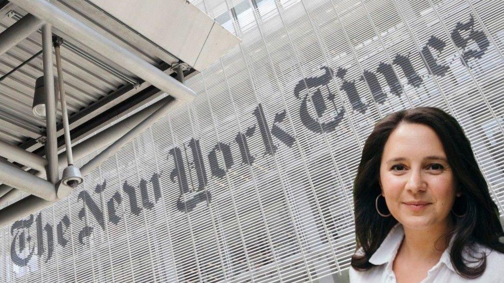 Bilde av ddebattredaktør Bari Weiss innfelt foran The New York Times bygning.