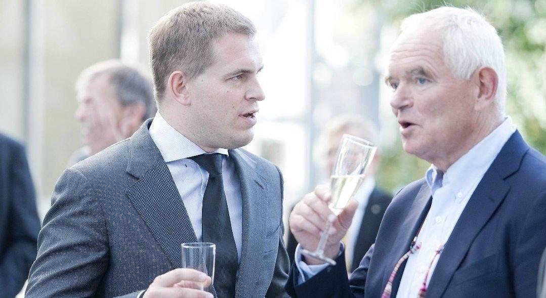 HVER SIN VERDEN: Trond Mohn har grunn til å skåle for tallene i 2019, det har ikke sønnen Frederik.
