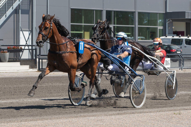 Jarlsberg15062020. Canali og kusk Frode Hamre vant 2.løp.